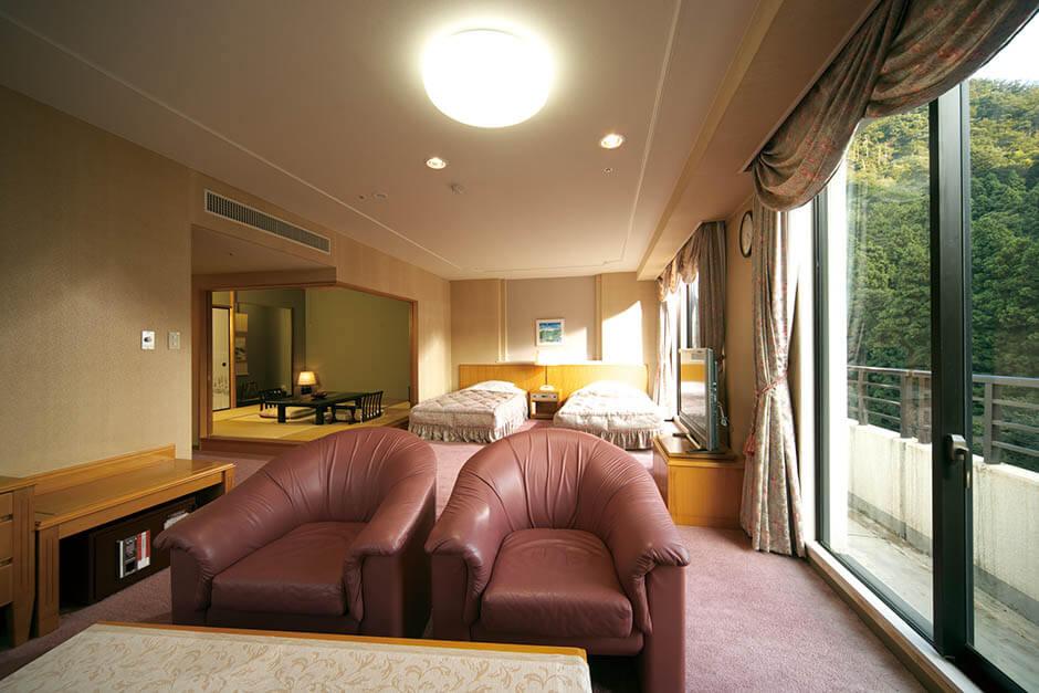 ロイヤルホテル 山中温泉河鹿荘  芭蕉が旅の疲れを癒した! 写真4