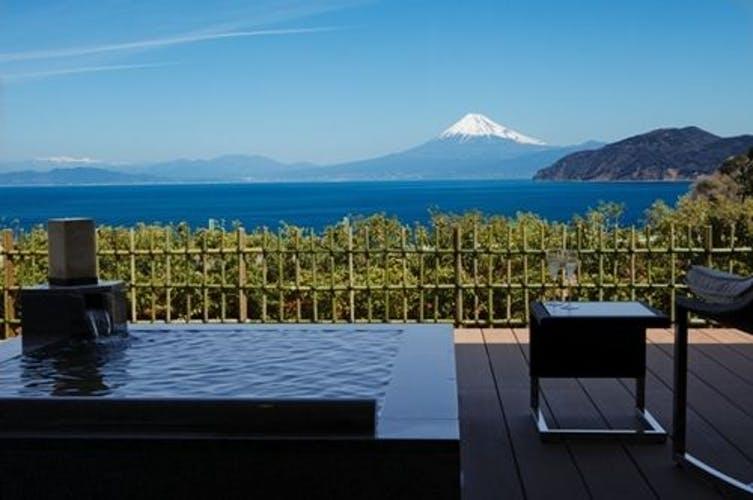 世界遺産 富士山を望む宿 富岳群青 写真1