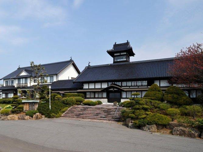 料亭旅館 銀鱗荘  1,300mの地底から、湧き出る豊富ないで湯! 写真1