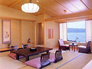 信州・上諏訪温泉 琥珀色の自家源泉を持つ宿「ホテル鷺乃湯」 写真