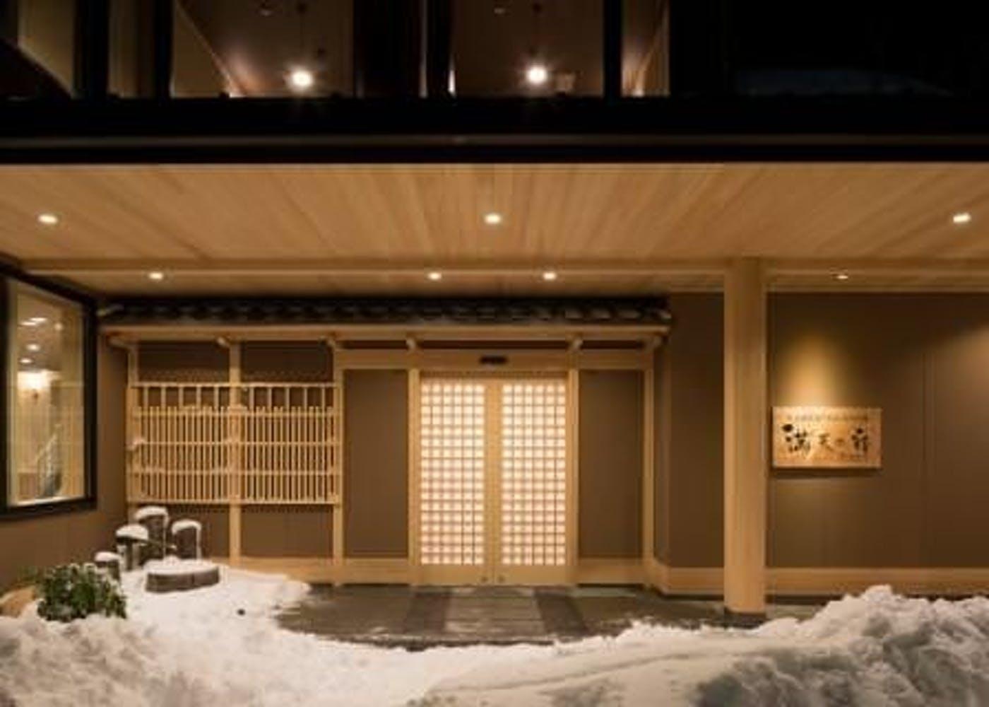 天然温泉露天風呂全室完備 満天の宿 写真1