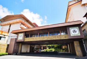 雲仙温泉で唯一320年白濁の湯を守り続ける宿【雲仙湯元ホテル】 写真