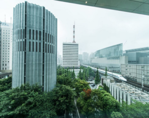 フォーシーズンズホテル丸の内 東京  一望するパノラマビューが圧巻! 写真